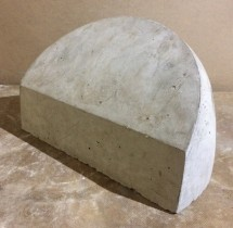 Полусфера бетонная 56х33